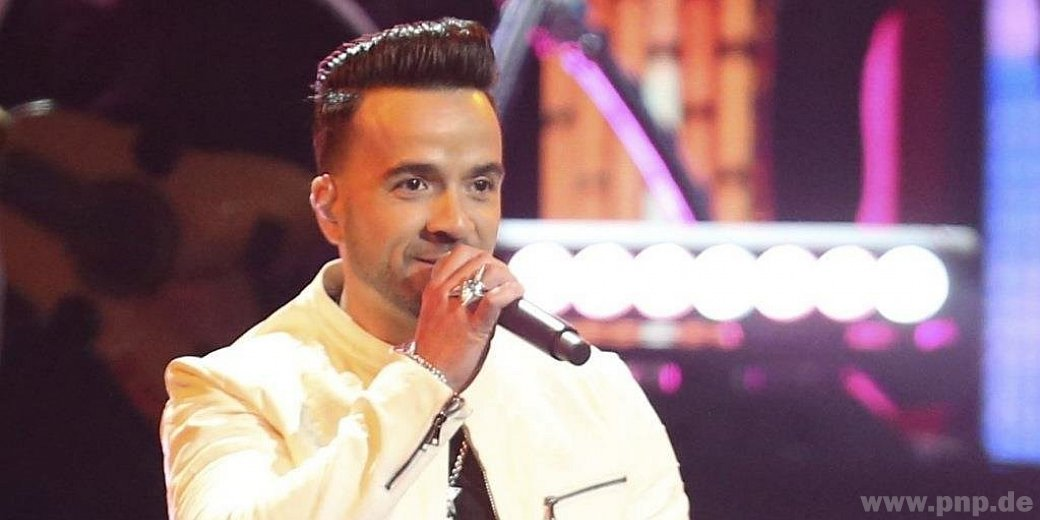 """For a long time it was No. 1 of the most watched videos on Earth: Luis Fonsi with his song """"slowly"""".  Now he is in second place."""