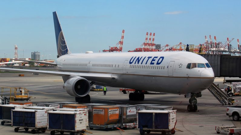 United Airlines passengers remember 'frightening' Boeing 777 engine explosion