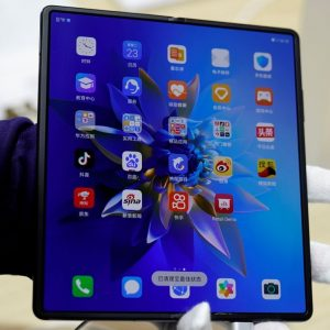 Mobile Word Conference: Huawei introduces Samsung-style foldable phone