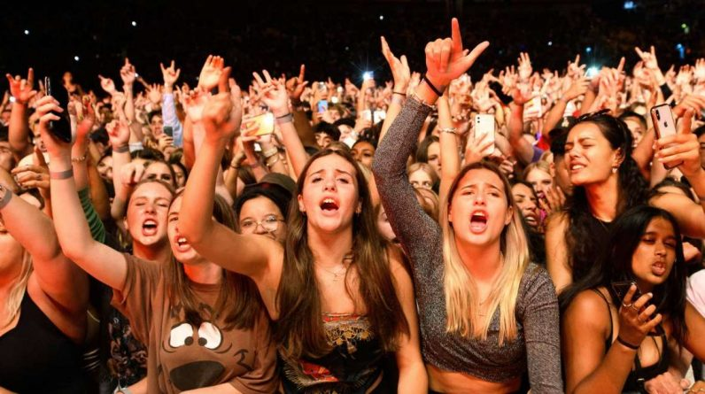 New Zealand: 30,000 fans at the Six60 party