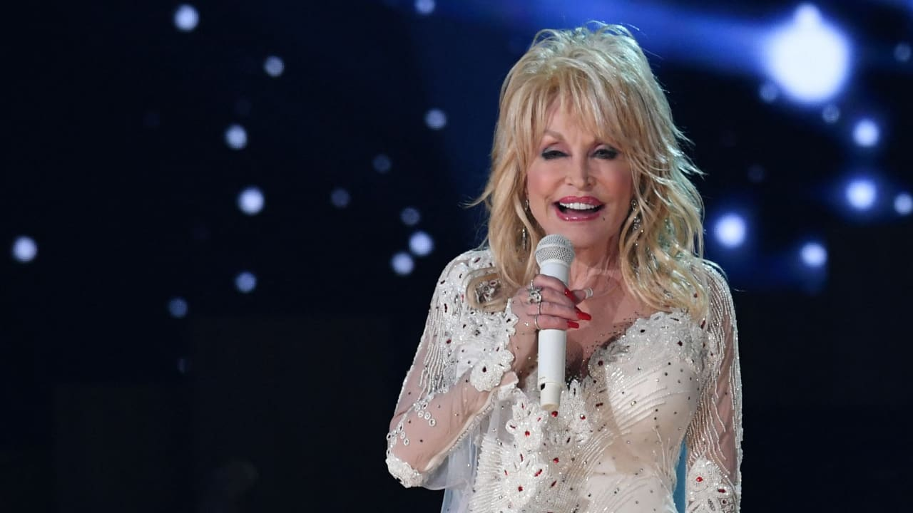 No thanks, Tennessee!  Why Dolly Parton Wouldn't Want a Memorial - People