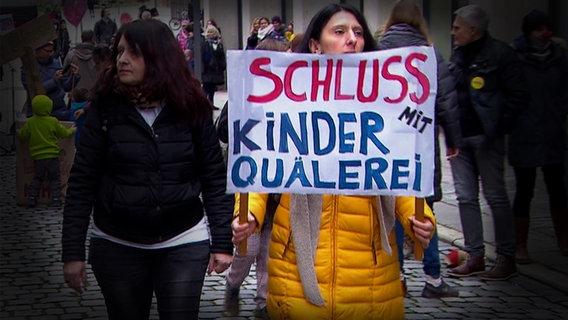 Demonstration against Corona's measures.  © NDR