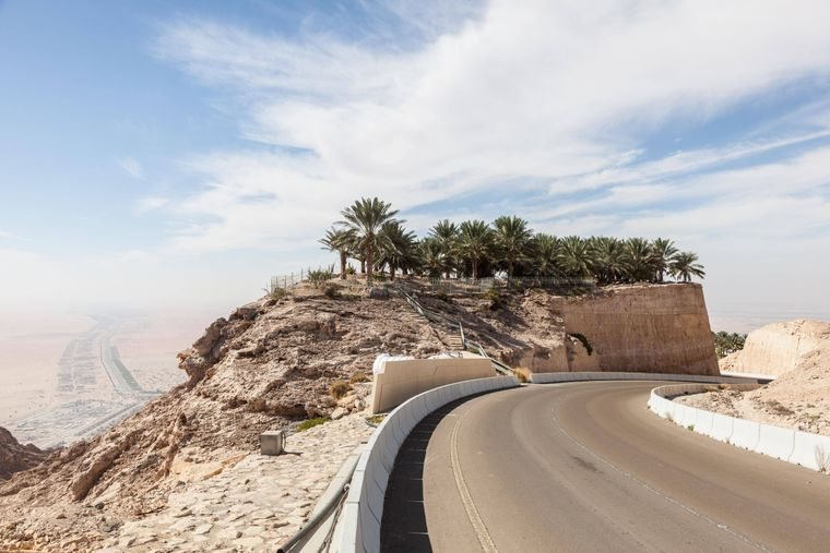 The road winds at Jebel Hafeet in 60 bends, up to 1,200 meters high.