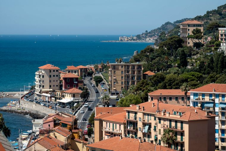 Via Aurelia should provide the sea.  It is also the case here in the city of Imperia, which is located directly on the Ligurian Mediterranean coast.