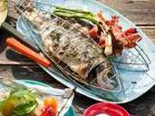 Grilled fish is a classic of the Mediterranean region.  You can combine it with a fresh salad, for example.  Photo: Manuela Rother