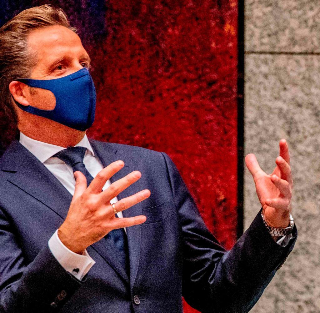 Dutch Prime Minister Mark Rutte (right) with Health Minister Hugo de Jong: