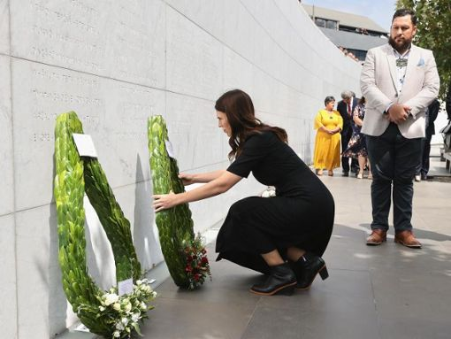 Prime Minister Jacinda Ardern laying a wreath on the tenth anniversary of the earthquake. Photo: Martin Hunter / AAP / dpa Photo: dpa