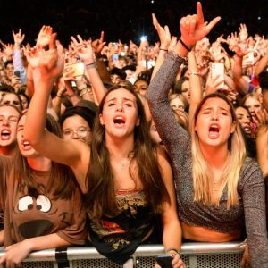 30,000 fans celebrate at a rock concert in New Zealand