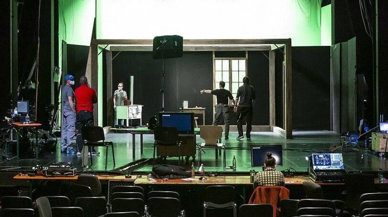 Landestheater Niederbayern: Camera closed instead of curtain