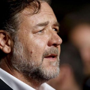Russell Crowe verteidigt seinen Film Master & Commander - Bis ans Ende der Welt. Foto: Julien Warnand/epa/dpa Foto: dpa