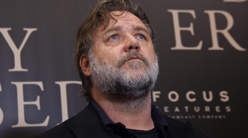 Russell Crowe mourns his father John (85)