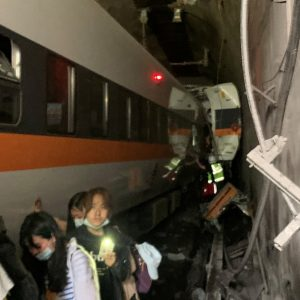 Many passengers imprisoned: The train derailed in the tunnel - dozens dead