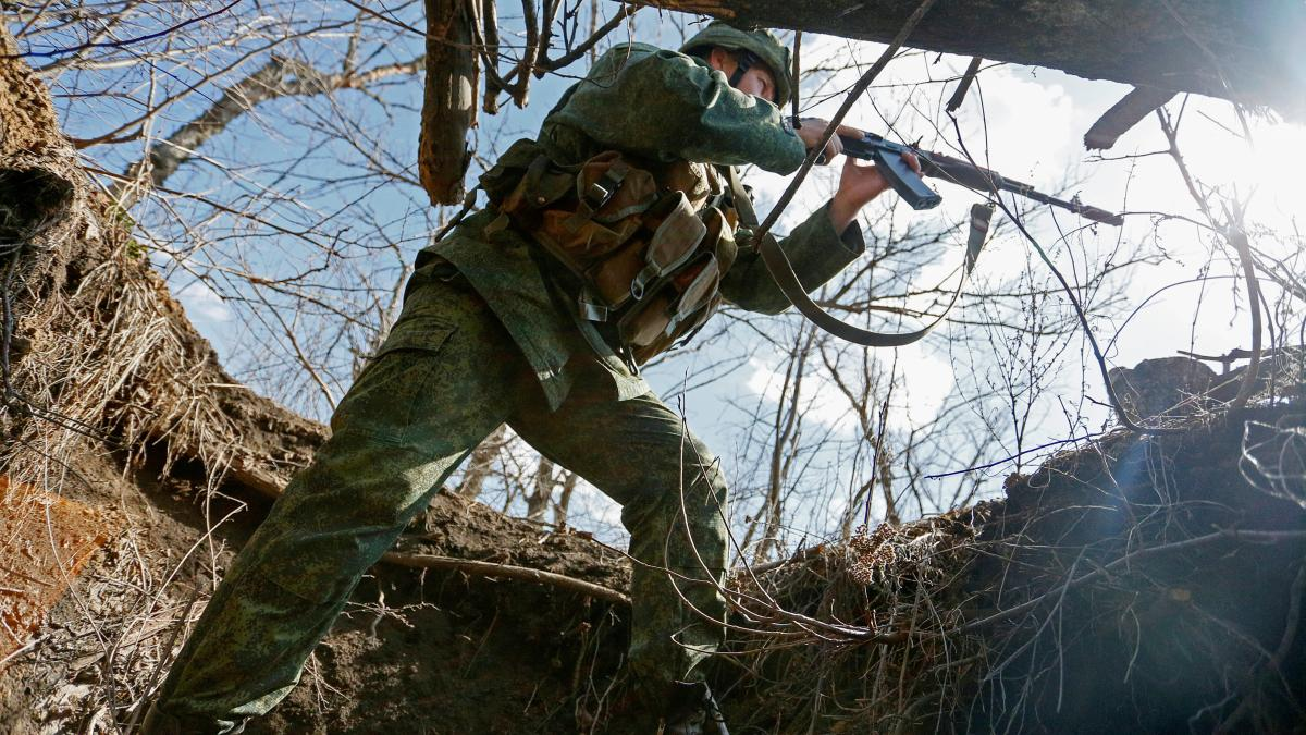 NATO warns Russia of further escalation in Ukraine