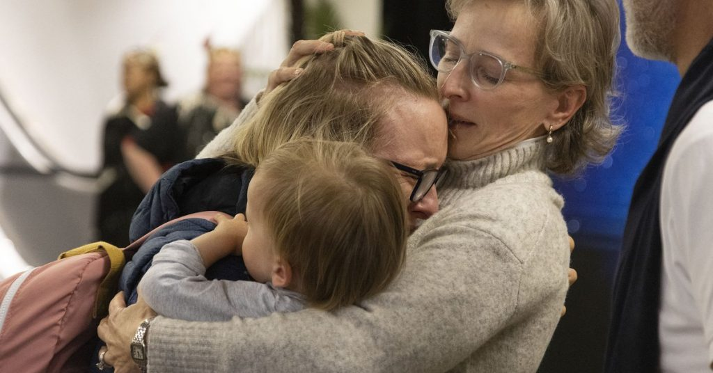 Emotional photos of the meeting in Australia and New Zealand: They opened their air bubble without quarantine after more than a year
