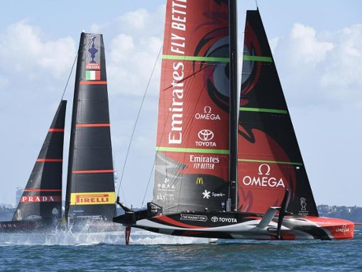 Emirates Airline New Zealand team (right) wins the Americas Cup in the tenth race, ahead of Italian team Luna Rossa.  Photo: Chris Cameron / Photosport / AP / dpa Photo: dpa
