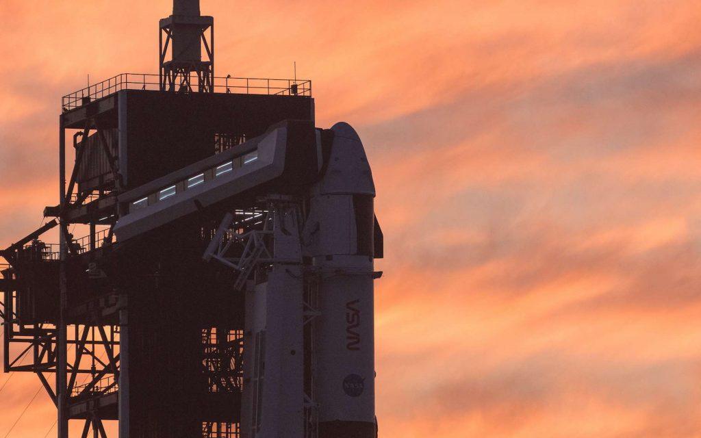 Le Crew Dragon de SpaceX attend sur le pas de tir du centre spatial Kennedy. Son lancement direction la Station spatiale internationale avec à son bord Thomas Pesquet est prévu pour ce vendredi 23 avril 2021, à 11 h 49, heure de Paris. © Nasa