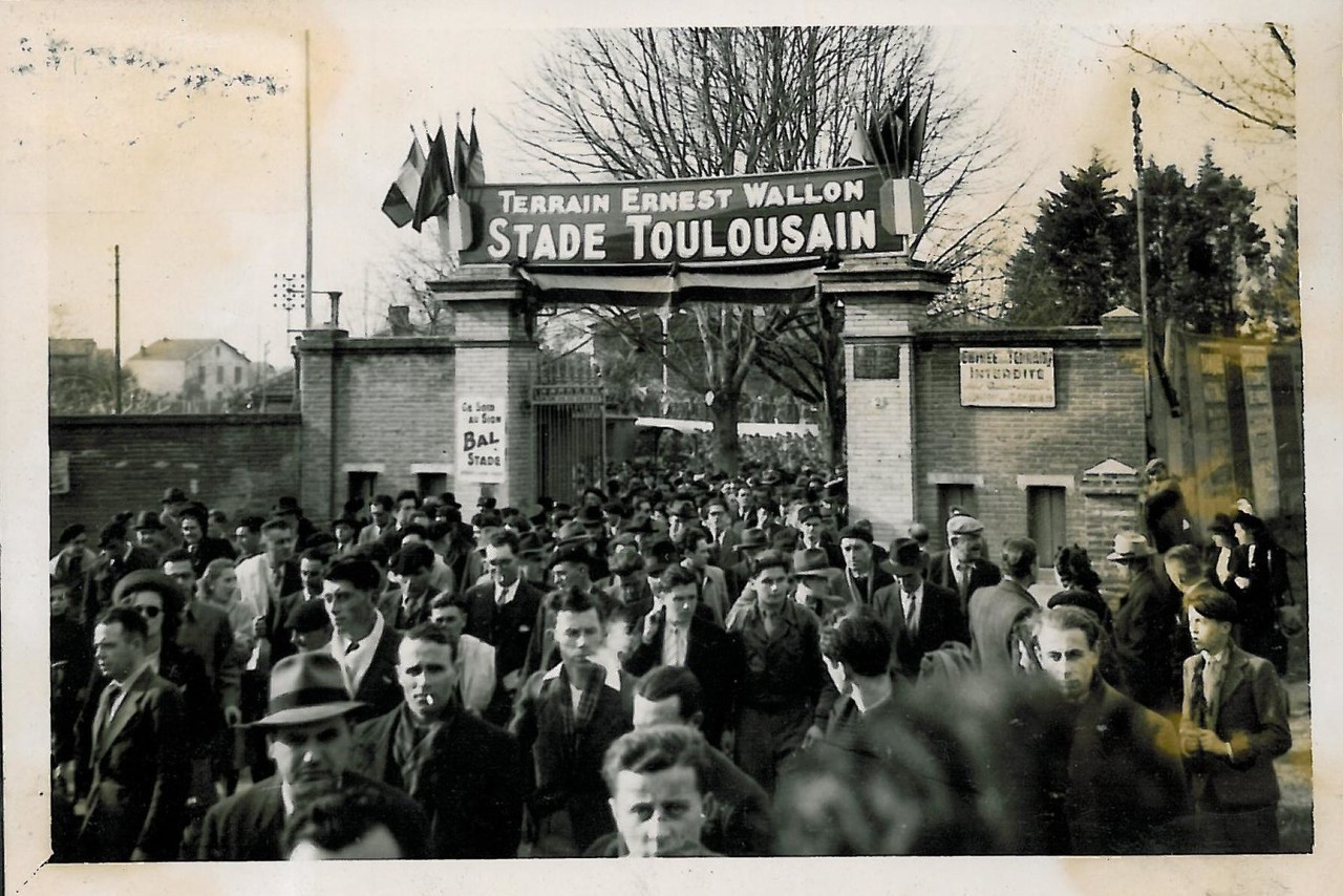 In 1946, Toulouse supporters flocked to watch New Zealand's squad against France.