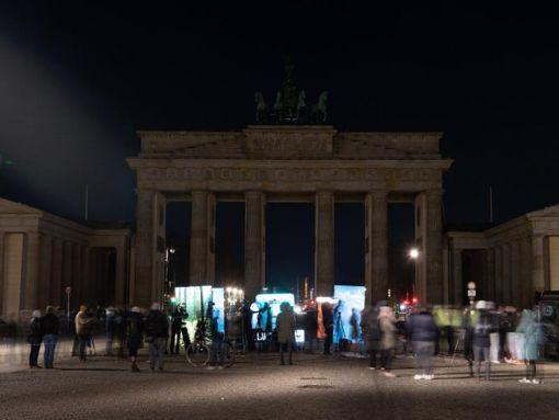The Brandenburg Gate in Berlin is dark during Earth Hour.  Photo: Paul Zenkin / dpa-Zentralbild / dpa Photo: dpa