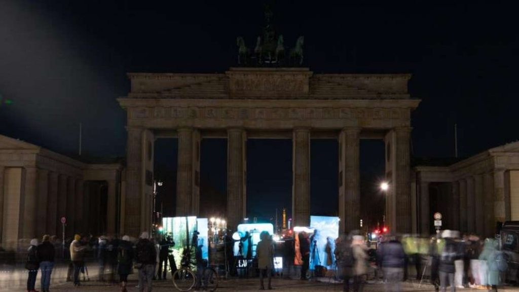Environmental Protection: Turning Off the Lights for Climate - Earth Hour Around the World - Knowledge
