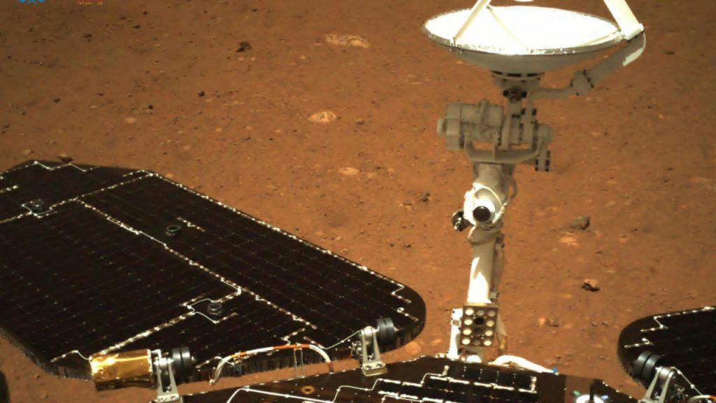 "Chinese robot ""Zhurong"" begins exploring Mars"