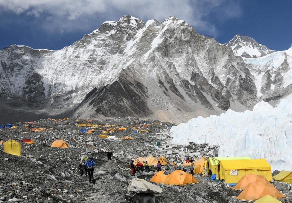 Concerned about Covid, China will mark its borders at the top of Everest