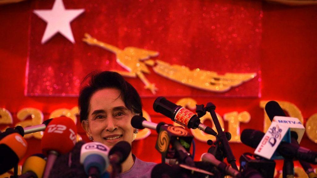 The junta threatens to dissolve Aung San Suu Kyi's party