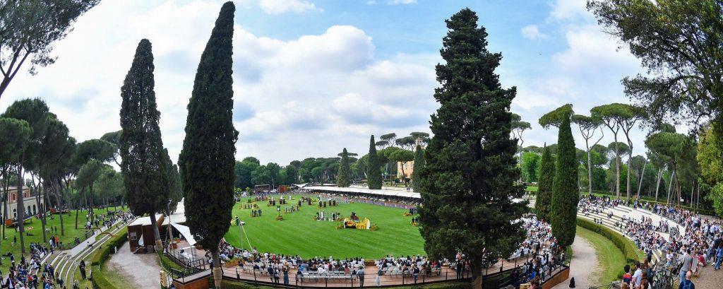 The world in Piazza de Siena