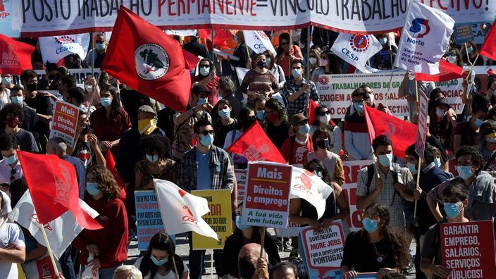 Les manifestants défilaient pour dénoncer le chômage, la précarité ou les privatisations.