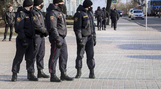 """Two journalists claim torture in Belarus after their arrest for """"participating in an unauthorized event"""""""