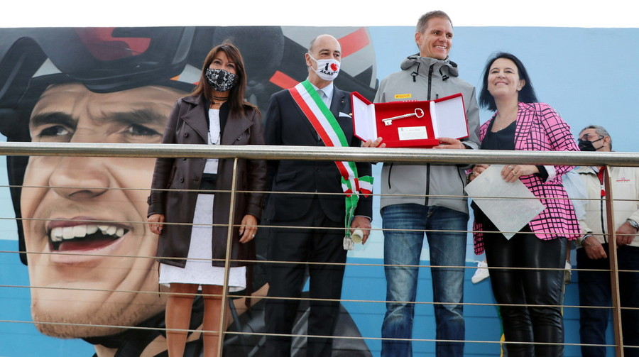 navigation.  Alassio hugged Pietro Cibello, champion Luna Rossa received Keys to the City (PHOTO) - Svsport.it