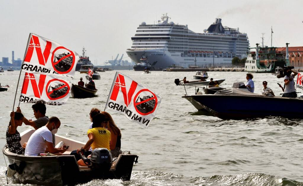 Venice reopens its lagoon to cruises in a controversial atmosphere