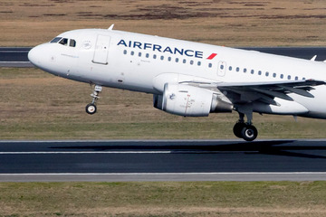 Suspected explosives on the plane: Air France machine went into isolation