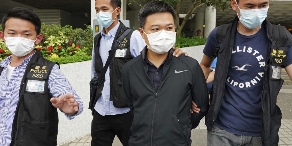 """In Hong Kong, five leaders of the pro-democracy """"Apple Daily"""" were arrested"""