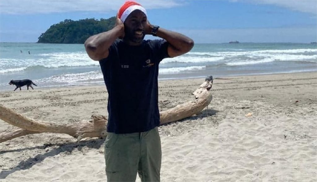 Val Dois.  New Year's Eve in Opposites: December 25 in Flipping Under Palm Trees in New Zealand for Bacar