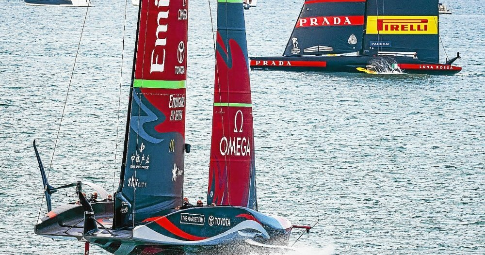 Feather.  America's Cup: 5 to 3, New Zealanders choose - sailing