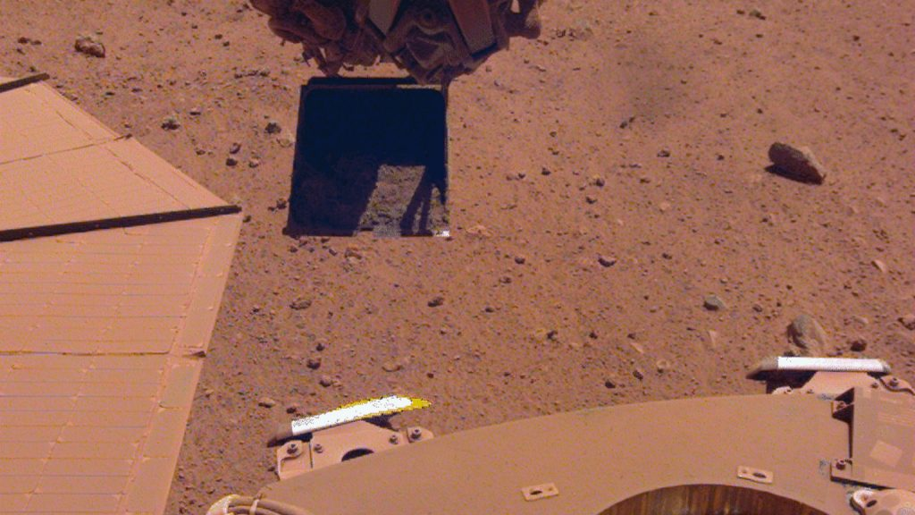 InSight cleaned his solar panel by depositing more dust on it