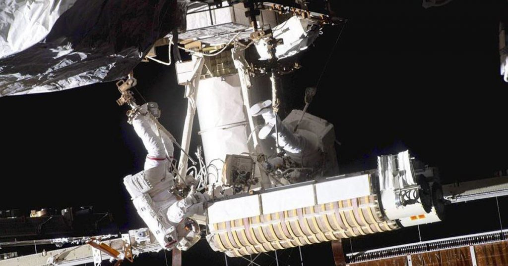 Sciences.  Thomas Pesquet returns to the International Space Station after his spacewalk سير