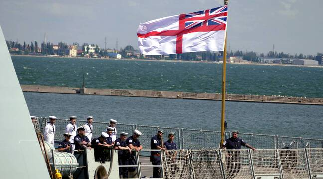 The British military said it fired warning shots at a British ship in the Black Sea, which the UK denies وتن
