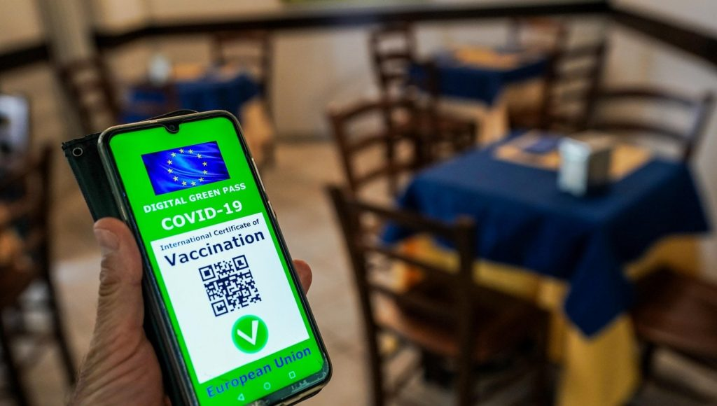 Green Pass, 'Verification C19' app arrives for checks at the entrance to the building: managers' doubts and duplicate immunity risk