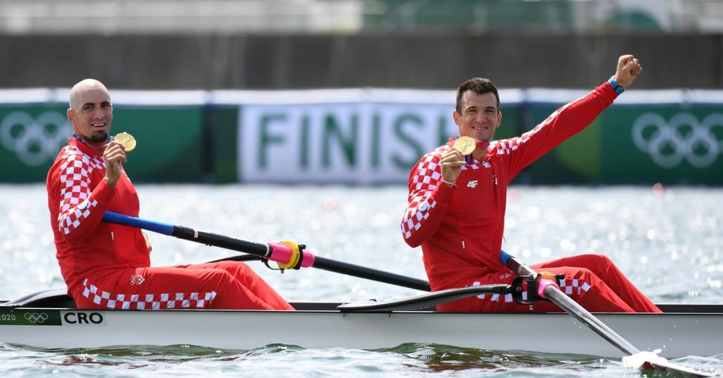 Croatia and New Zealand were victorious in pairs;  Ireland and Italy win the light crowns