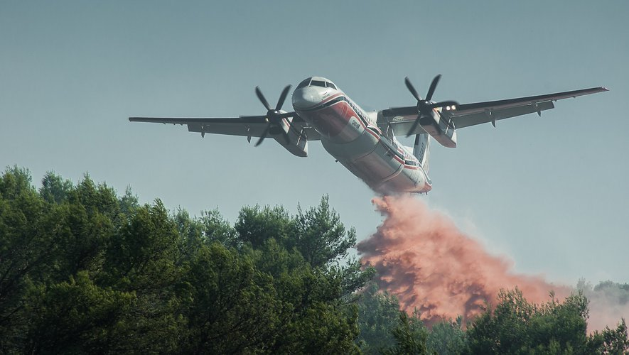 """Fires - the front """"several kilometers"""" threatens north of Athens"""