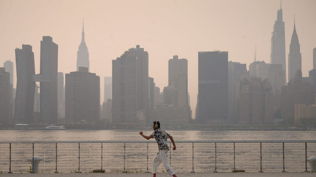 New York is on alert as smoke from the American West hits the city