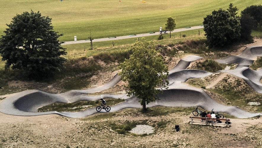 Pumptrack in Onet-le-Château: coming soon a space dedicated to motorcycles, mountain biking, skiing and scooters, coming soon