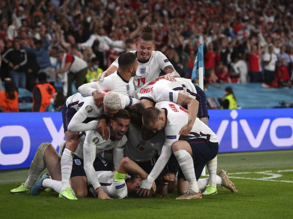 'Skinny like the host': The English team try for a penalty