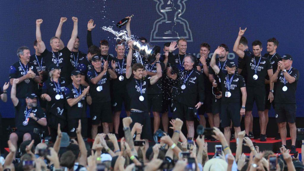 Team New Zealand a remporté mercredi à Auckland la 36e Coupe de l'America. Il offre à l'archipel un quatrième sacre dans cette compétition.