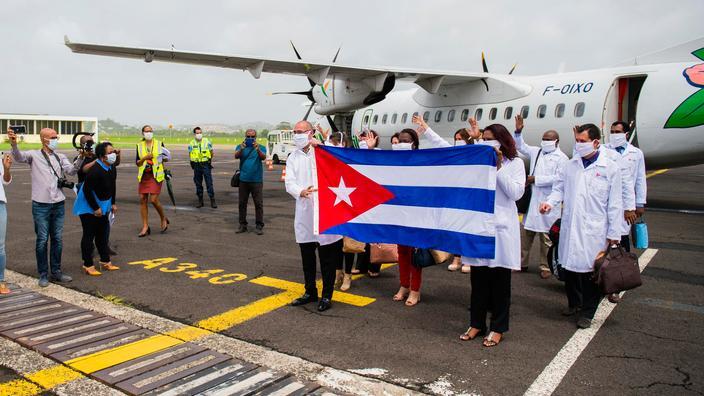 Une délégation de médecins cubains arrive à Fort-de-France le 26 juin pour prêter main-forte dans les hôpitaux de la région confrontés à une recrudescence de cas de Covid.