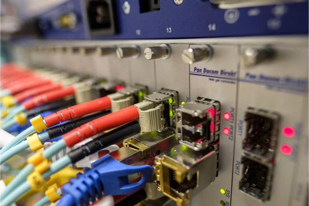 With 319 terabytes / s, researchers have blown the optical fiber speed record