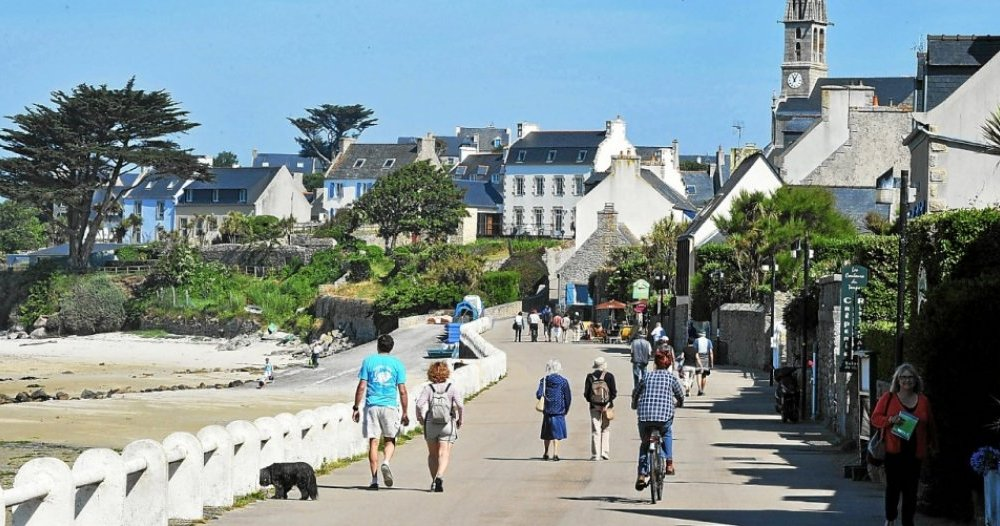 At the Île de Batz, the Île Debating Society provides a space for expression - Roscoff