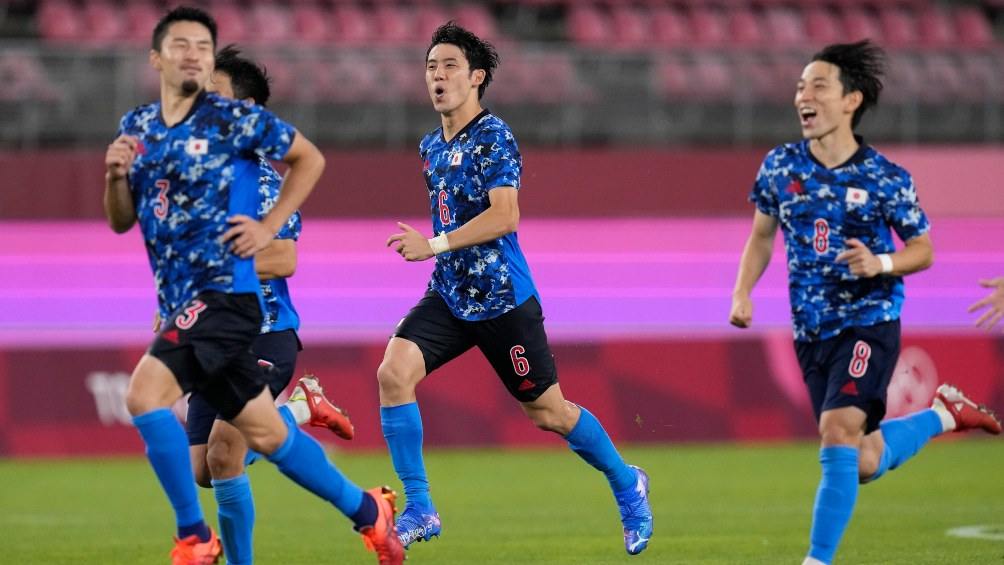Japan beat New Zealand on penalties and reached the semi-finals