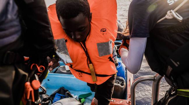 Ship rescues 196 migrants in the Mediterranean
